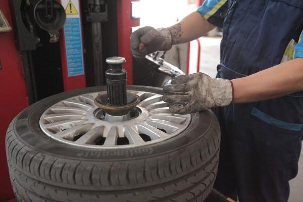 riparazione e sostituzione pneumatici